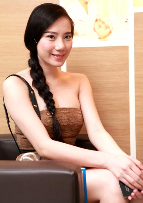 Chung Thục Quyên là một trong các sao Việt trung thành với phong cách gợi cảm.