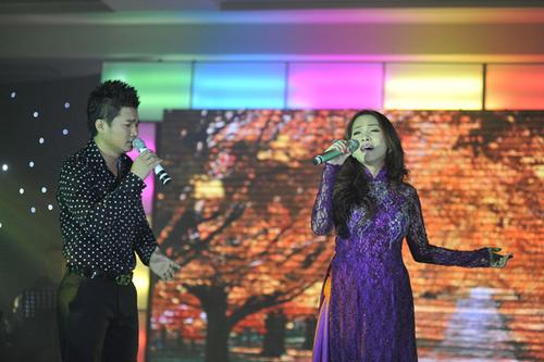 Lâm Vũ còn kết hợp với Hoàng Lê Vi trong bản nhạc 'sến' 'Giận hờn'.