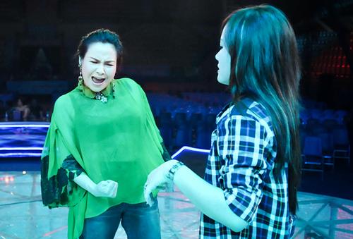 """Tuần này, cô chọn """"Vỏ bọc"""", một nhạc phẩm của Lưu Thiên Hương và từng nằm trong album của ca sĩ Pha Lê."""