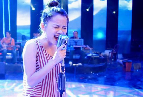 Đoàn Thúy Trang, giải nhất Sao Mai 2011 dòng nhạc nhẹ cũng được đặc cách như Lê Việt Anh.