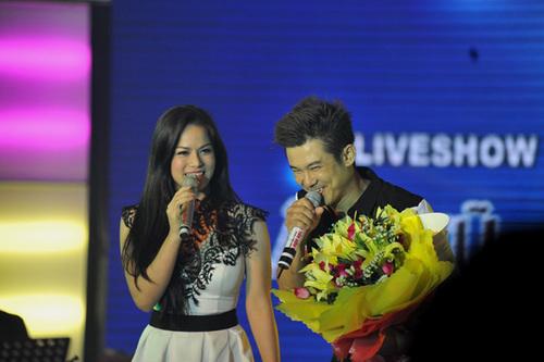 Ca sĩ - diễn viên Nhật Kim Anh cũng góp mặt trong chương trình. Cô hát cùng Vân Quang Long ca khúc 'Xin nhận lỗi cùng em'.