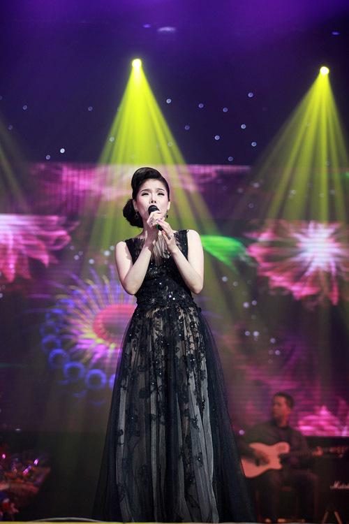 Lần lượt 'Giấc mơ có thật', 'Thôi đừng chiêm bao', 'Hãy trả lời em'... được nữ ca sĩ trình bày lại.