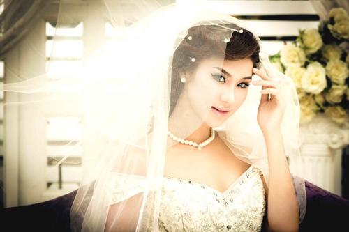 Người mẫu Kim Dung sở hữu gương mặt đẹp như Hoa hậu và hình thể chuẩn. Tuy nhiên, cô không có ý định thử