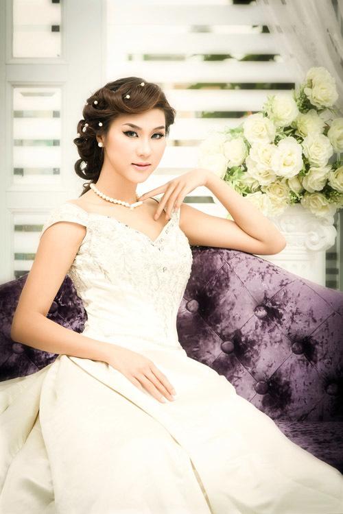 Kim Dung thường xuyên xuất hiện trong các chương trình thời trang lớn, nhỏ. Ngoài ra, cô còn lấn sân sang lĩnh vực điện ảnh.