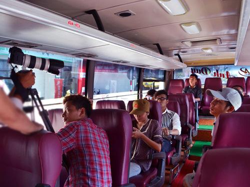 Ekip đã thực hiện một MV xuyên suốt trên đường đi từ trung tâm Sài Gòn, qua bến phà Bình Khánh đến biển Cần Giờ. Chặng đường này cũng chính là bối cảnh chủ đạo của MV. Cả ekip vừa di chuyển vừa thực hiện ghi hình.