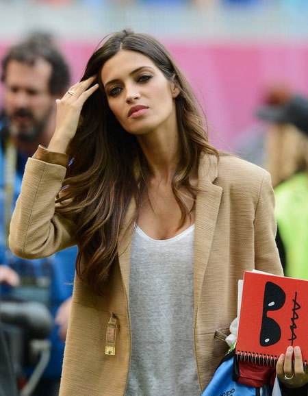 Sara Carbonero, cô phóng viên thể thao của kênh Telecinco có lẽ là nàng WAGs hạnh phúc nhất tại Euro khi luôn được gần người yêu, thủ thành Casillas.
