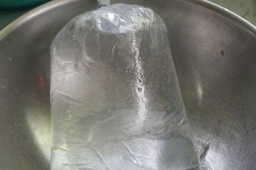 Túi nước để chèn lên trứng.