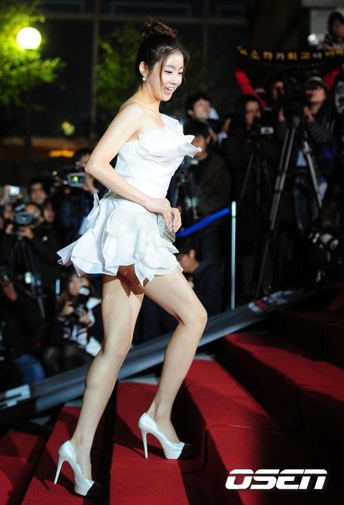 Nữ diễn viên Kang So Ra được đài MBC đánh giá là nghệ sĩ có đôi chân dài gợi cảm nhất