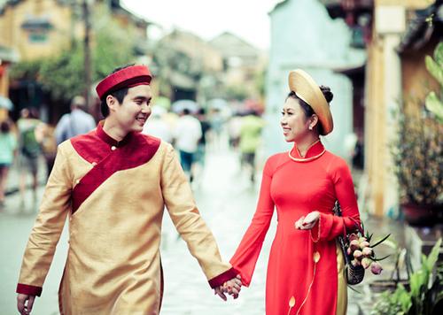Các cô dâu, chú rể rất thích may áo dài và chụp ảnh cưới tại Hội An.