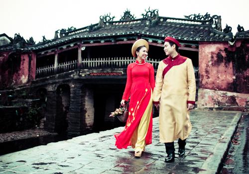 Chất liệu chủ yếu được sử dụng để may áo dài tại Hội An là lụa Hà Đông và Bảo Lộc.