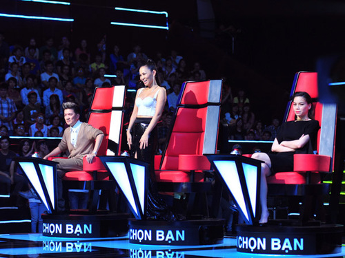 Giọng ca của cô khiến cả 3 giám khảo đồng loạt bấm chuông để chọn. Ảnh: Nguyễn Trung Hải