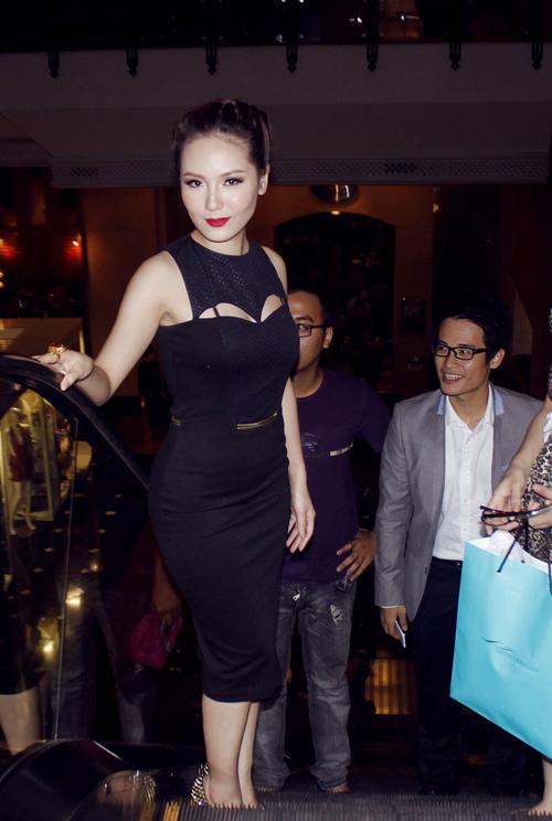 Tối 9/7, Phương Linh và Hà Anh Tuấn đi chung đến dự một event tại Hà Nội. Cả hai