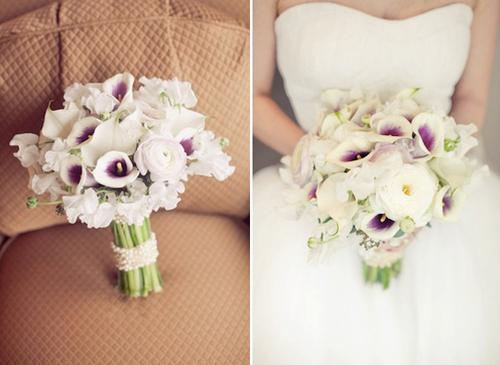 Cách kết hợp hoa rum đơn giản nhất là bó cùng hoa sắc trắng, là màu trung tính.