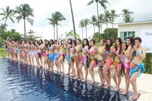 Không chỉ ở châu Âu, áo tắm cũng được đưa vào phần thi của các nước châu Á.