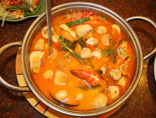 Tom Yam là món ăn nổi tiếng trong ẩm thực Thái Lan với vị chua cay đặc trưng.