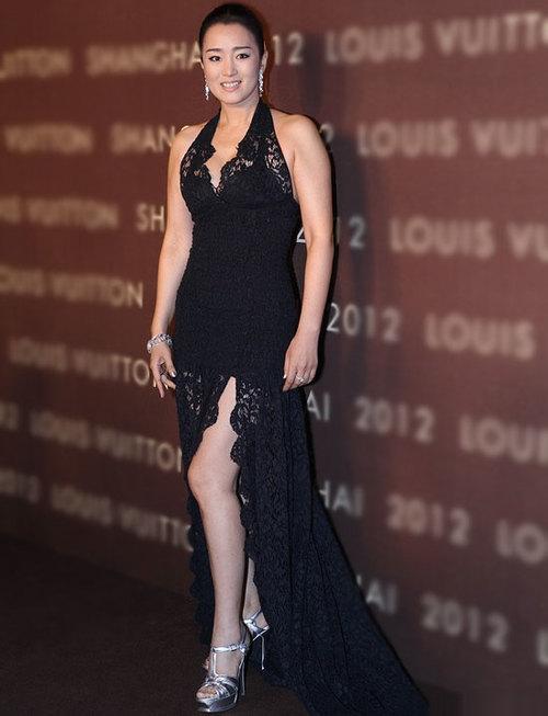 Vẻ rạng ngời của nữ diễn viên nổi tiếng Trung Quốc. Mới đây, khi được hỏi về chuyện đang sống cùng bồ trẻ ở Pháp, người đẹp đã bác bỏ.