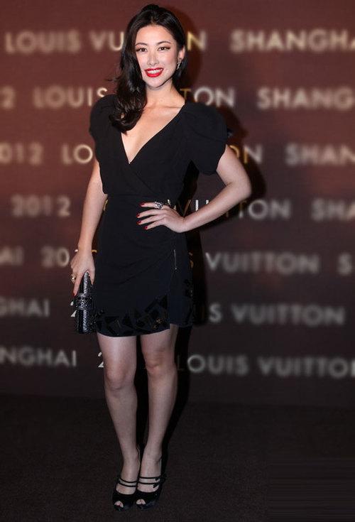 Tham dự sự kiện tối qua 18/7 còn có nhiều gương mặt quen thuộc của Cbiz. Chu Châu, dẫn chương trình kênh MTV nổi bật với phong cách gợi cảm.