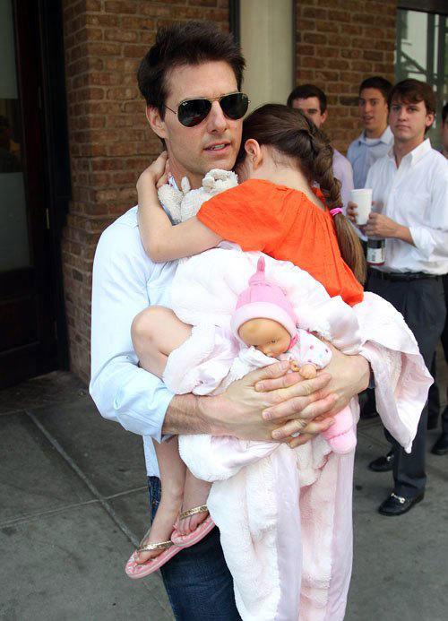 Tom Cruise đã có thêm một ngày ở bên cô con gái Suri.