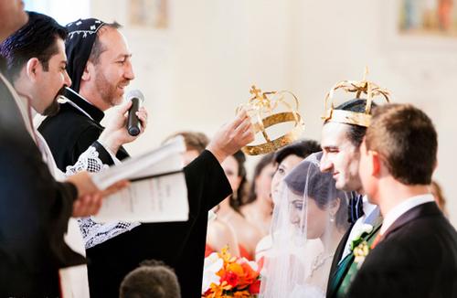 Lễ thành hôn được diễn ra theo nghi thức đạo Thiên chúa.