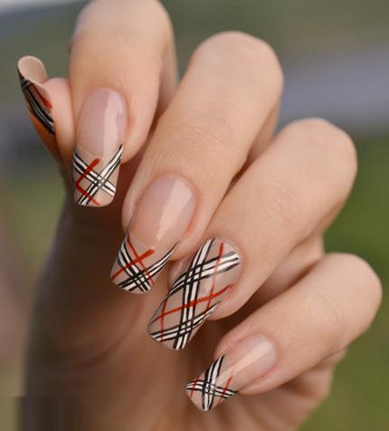 nail-art-burberry-1-348486-1368324778_50