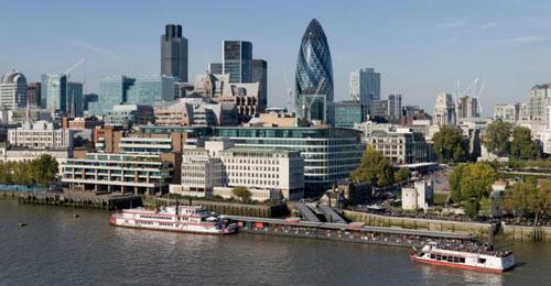 Dòng sông Thames thơ mộng thành bến đỗ của nhiều siêu du thuyền nổi tiếng thế giới dịp Olympic London.