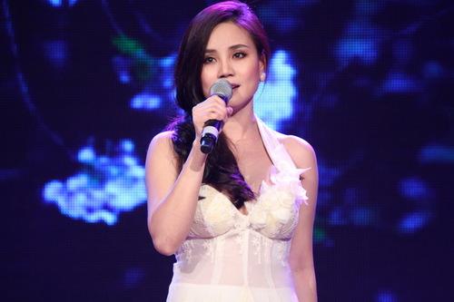 Trong các chuyến lưu diễn ở hải ngoại, Vy Oanh thường được kiều bào yêu cầu hát nhạc xưa nhưng đây là một trong các lần hiếm hoi cô thể hiện dòng nhạc này trên sân khấu trong nước.