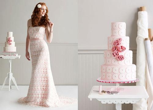 Bánh cưới với họa tiết giống hệt váy cô dâu.