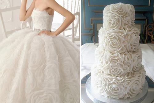 Những bông hoa lớn trên váy được cách điệu và đưa vào thành chi tiết trang trí bánh cưới tinh tế.