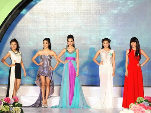 Bích Khanh nổi bật giữa dàn thí sinh của cuộc thi năm nay.
