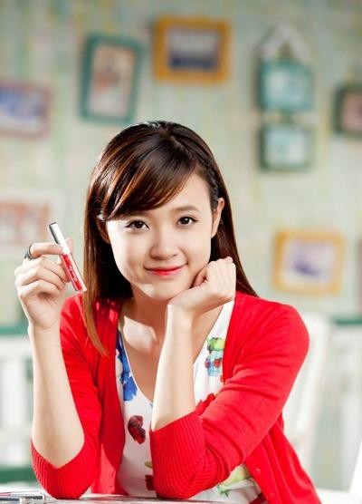 Bí kíp của Du là Miracle Apo Lip & Cheek Tint màu hồng cam.