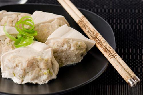 Đậu phụ nhồi thịt hấp là món dễ làm, bạn có thể ăn với cơm, miến hay mì đều được.