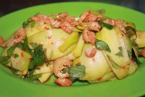 Món gỏi cóc có thể dùng làm món ăn vặt, món ăn kèm hay làm món nhậu đều rất ngon.
