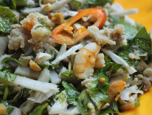 Món ăn không cầu kỳ, đơn giản với mít non, tôm thịt nhưng lại đem đến một hương vị đậm đà của một vùng quê.