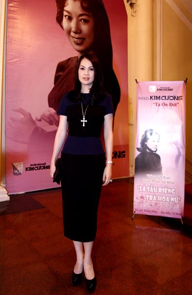 Kim Thoa cho biết chị rất hâm mộ tiếng hát của nghệ sĩ Kim Cương nên dành thời gian tới xem 'kỳ