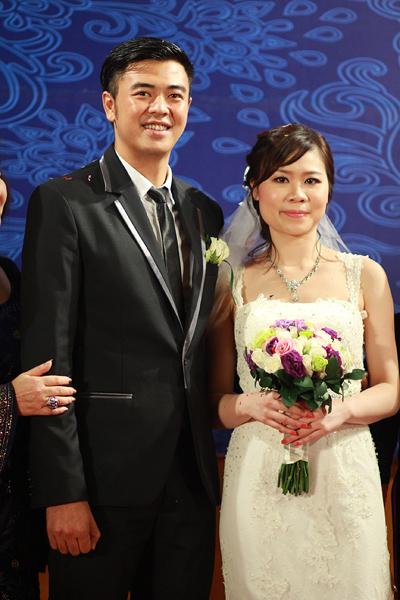 Tuấn Tú và Thanh Huyền quen nhau qua sự giới thiệu của bạn bè. Cả hai bằng tuổi nhau. Bà xã của chàng MC từng du học tại Anh quốc và hiện làm việc ở một tập đoàn dầu khí.