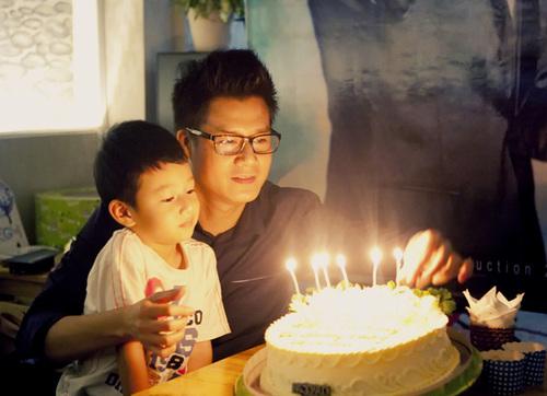Ngay khi Quang Dũng chia sẻ hình ảnh hạnh phúc của anh và con trai Bảo Nam trong ngày anh đón tuổi mới với báo giới, Jennifer đã lên tiếng trách móc.