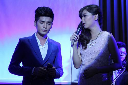 Tối qua, Nukan và Bích Phương hát tặng khán giả bản song ca mới nhất mang tên 'Chạm vào mưa', cũng với giai điệu lãng mạn, nhẹ nhàng. Bích Phương