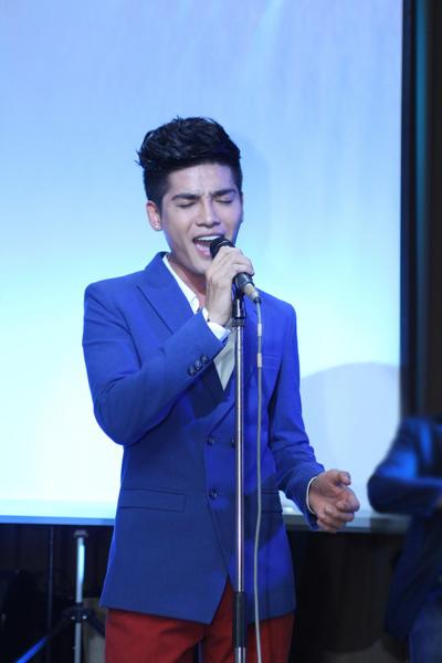 Nukan đầy day dứt khi hát một sáng tác của Tiên Cookie và cũng là bài hit đầu tiên trong sự nghiệp ca hát 'Nơi nào có em'.