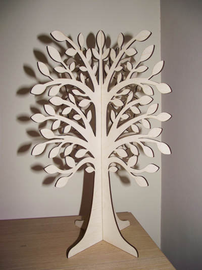 ... hoặc cây bằng gỗ.