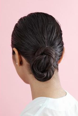 Búi tóc sẽ có hình khối rất lạ mắt.
