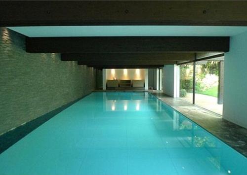 Khu bể bơi được đặt ngay trong khu biệt thự.