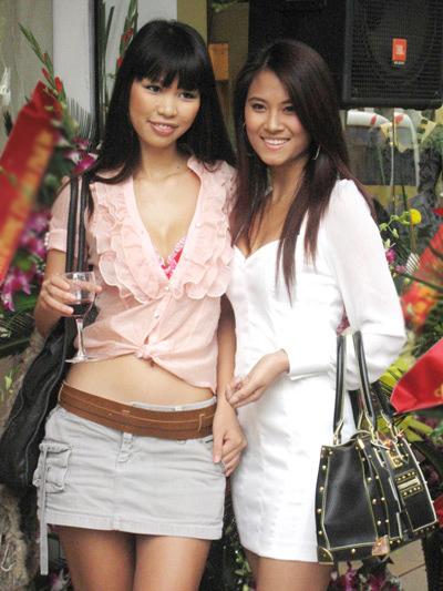 Có thân hình 'chuẩn', đôi chân dài và thẳng tắp nên siêu mẫu Hà Anh chưa bao giờ bỏ lỡ cơ hội 'để lộ' điểm đẹp trước công chúng.
