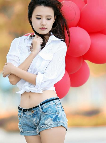 Hot girl Midu được khán giả biết tới qua hình ảnh đáng yêu, trong sáng, đôi lúc cũng rũ bỏ