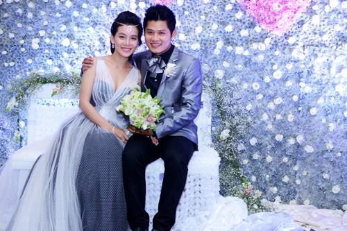 Backdrop hoa trong đám cưới nhạc sĩ Nguyễn Văn Chung.