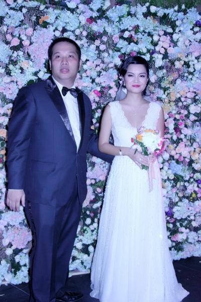 Cô dâu Phạm Quỳnh Anh và chú rể Quang Huy tươi tắn bên nhau trong ngày cưới.