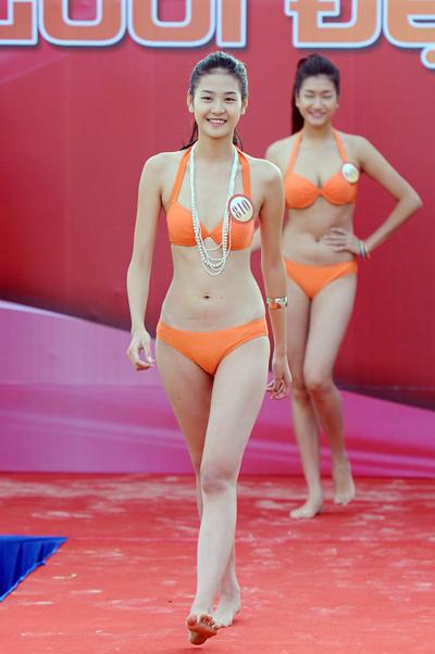 Phan Hà Phương (SBD 810), 19 tuổi. Cô cao 1m77, nặng 48kg, số đo ba vòng 78, 59, 89. Hà Phương từng lọt vào top 10 Siêu mẫu châu Á 2010.