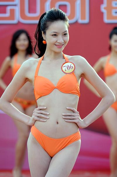 Ngô Bích Ngọc (SBD 706), 23 tuổi. Cô cao 1m75, nặng 52kg, số đo ba vòng 84-60-89. Cô từng đoạt giải Siêu mẫu ấn tượng tại cuộc thi Siêu mẫu Việt Nam 2011. Bích Ngọc đang hoạt động trong làng người mẫu thủ đô.