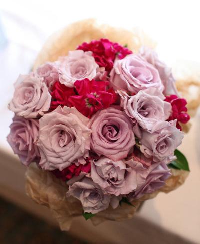 Hoa hồng tím mới xuất hiện tại Việt Nam nhưng được rất nhiều cô dâu ưa chuộng vì những bông hồng mang nét đẹp lạ, độc đáo.