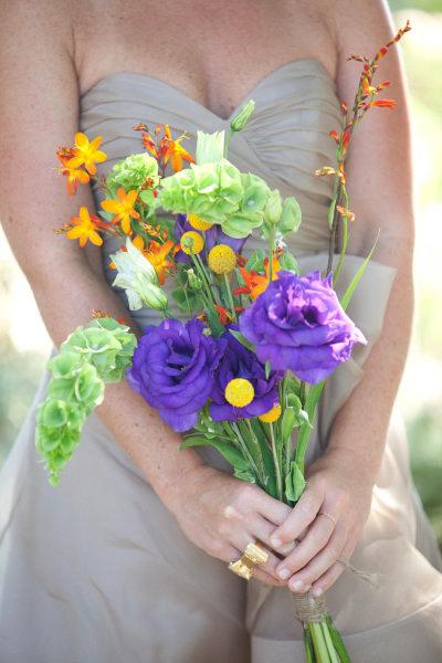 Ở Việt Nam, hoa lan tường tím khá phổ biến và được lựa chọn nhiều để kết hoa cưới vì những bông lan tường mỏng manh tượng trưng cho vẻ đẹp của cô dâu.
