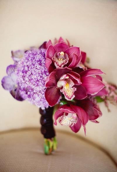 Hoa lan tím có nhiều loại, nhiều gam màu, đáp ứng được đa số nhu cầu của cô dâu.